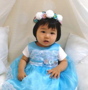 ドレス姿の小さい女の子